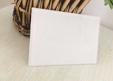 China Various Sizes Wardrobe Mirror Glass , Easy Cleaning White Back Painted Glass factory